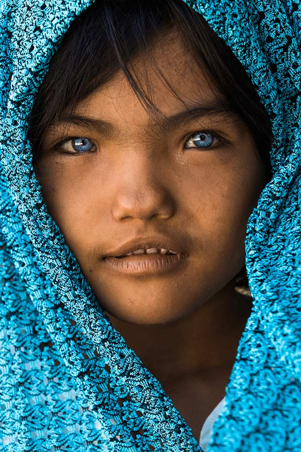 Blue Eyes Vietnam Girl - Rehahn Photography