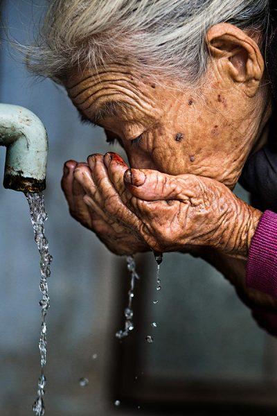 hand vietnam rehahn photograph